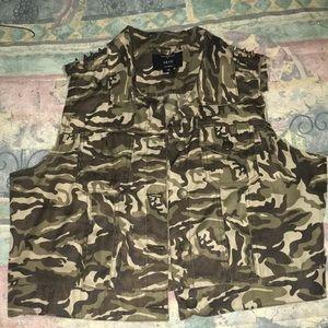 Tops - Camouflage vest